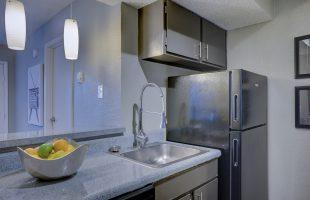 冷蔵庫や冷凍庫のイヤな臭いをなんとかしたい! 脱臭と除菌がまとめて解決するすぐれものとは?